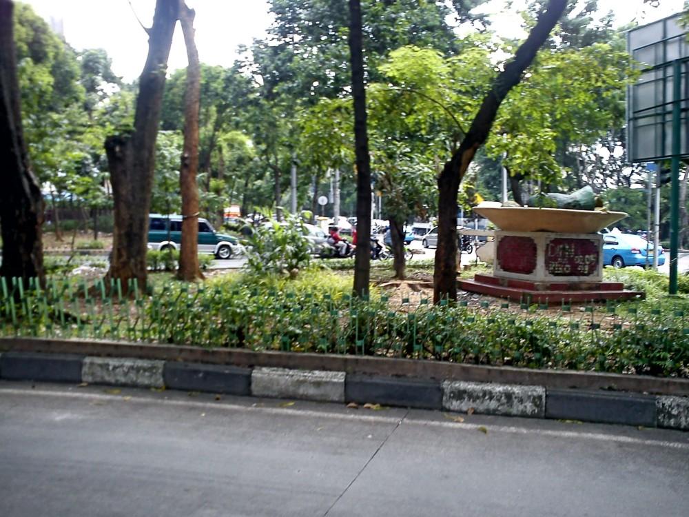 Taman depan Pejaten Village