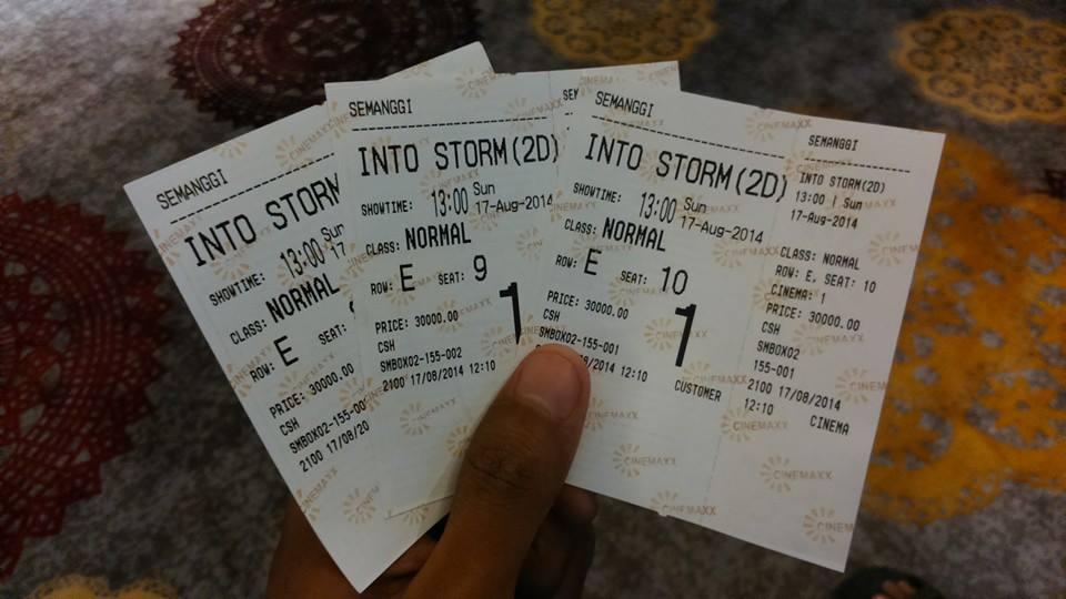 Watch online Film Bioskop Di Plaza Semanggi witch